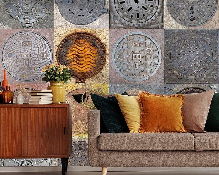 Sfeerimpressie behang: Putdeksels collage vierkant van Carin du Burck