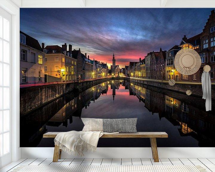 Sfeerimpressie behang: Night and day in Brugge van Remco van Adrichem