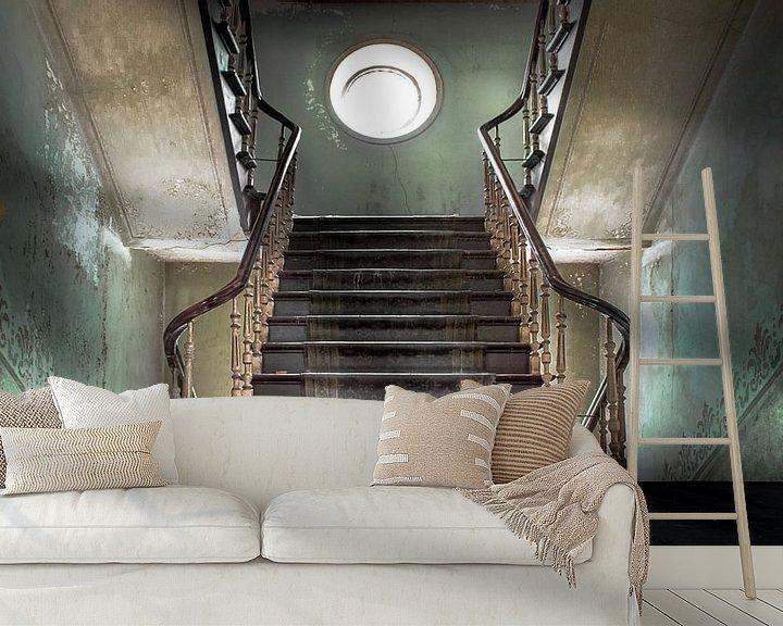 Sfeerimpressie behang: Master stairs of a abandoned castle van Olivier Photography