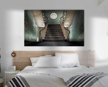 Haupttreppe einer verlassenen Burg von Olivier Photography