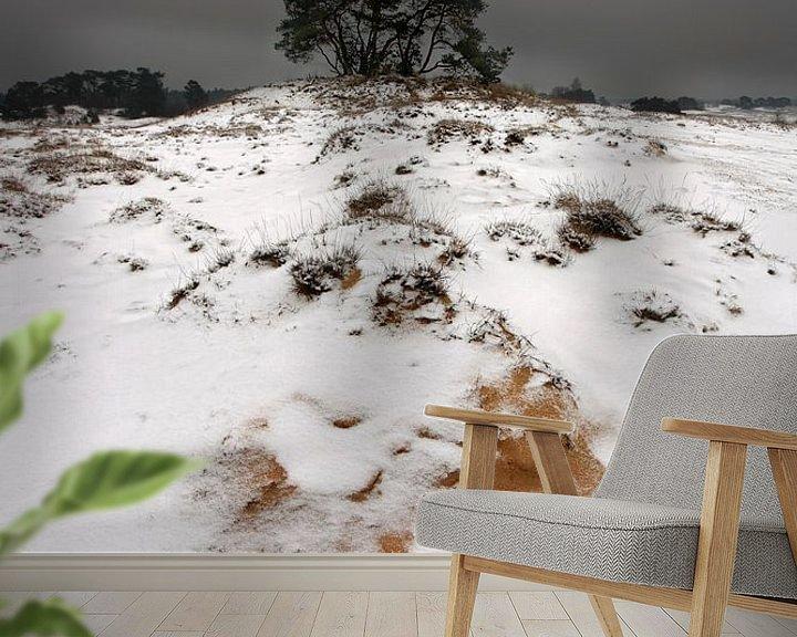 Sfeerimpressie behang: Sneeuw en Zand III van Mark Leeman