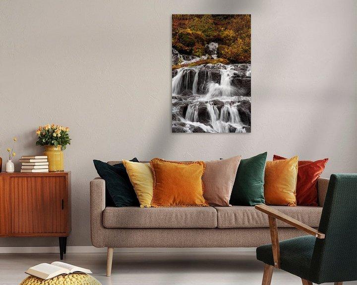 Sfeerimpressie: Herfstkleuren bij Hraunfossar waterval van Stephan van Krimpen
