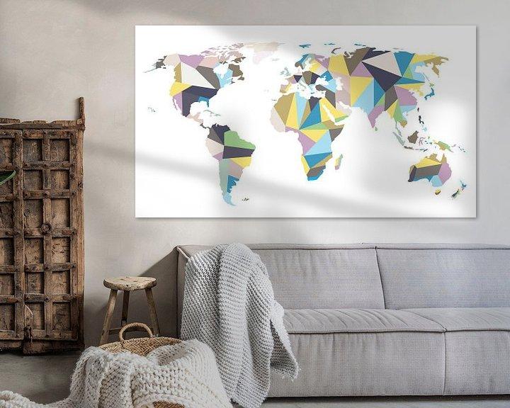 Sfeerimpressie: Pastelkleurige Wereldkaart in Geometrische stijl van Wereldkaarten.Shop