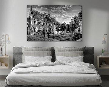 Havik en Nieuweweg in historisch Amersfoort zwart-wit von Watze D. de Haan