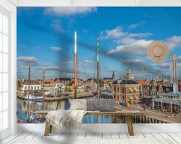 Zicht op de haven entree van de Friese stad Harlingen van Harrie Muis