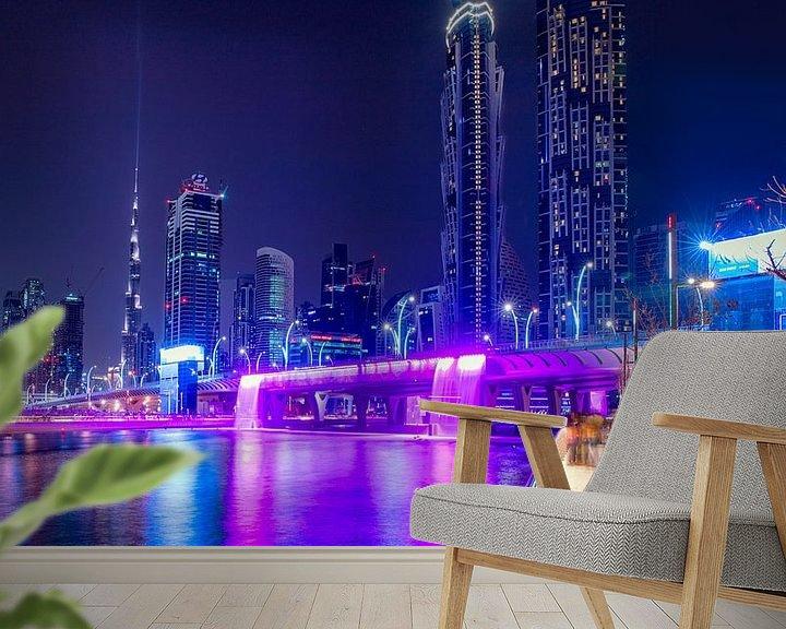 Sfeerimpressie behang: Open Waterkanaalwaterval van Dubai van Rene Siebring