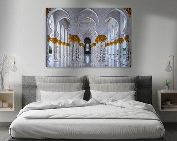 Weißer Marmoreingang zu Sheikh Zayed Mosque von Rene Siebring
