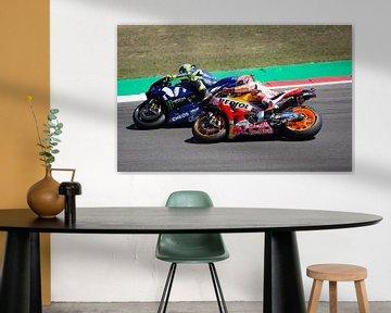 Valentino Rossi en Marc Marquez in gevecht TT Assen van Marcel Hollander