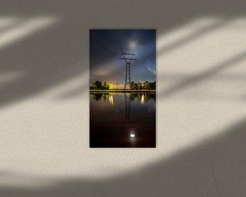 Hoogspanningslijn bij nacht portrait sur Jack Vermeulen