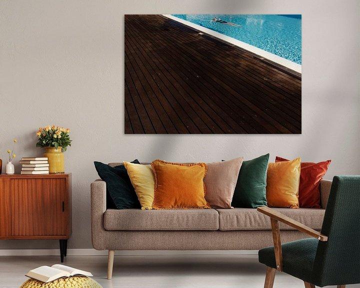 Sfeerimpressie: Relaxen in het zwembad: Laat alle zorgen varen. van Paul Teixeira