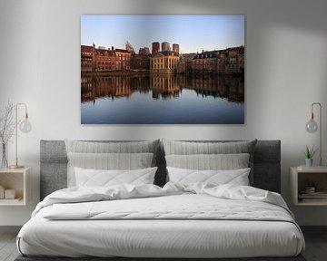Den Haag mit Reflexion im Wasser von iPics Photography