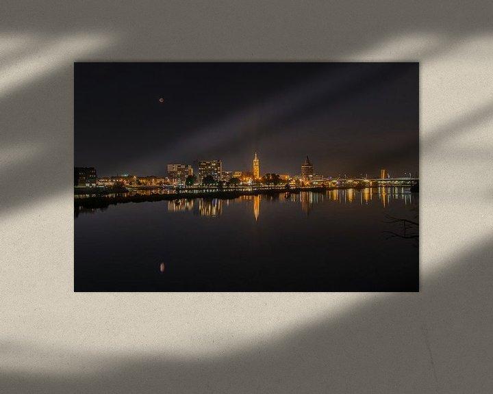 Beispiel: Nachtelijke skyline Roermond met bloedmaan. von Martin de Bock
