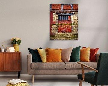 Wonky Wall (Mur et briques rouges et jaunes) sur Caroline Lichthart