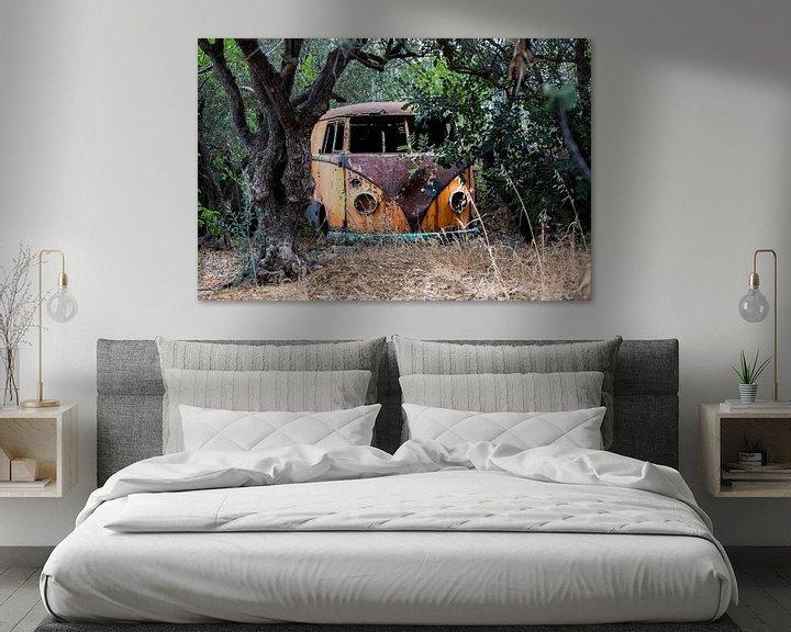 Sfeerimpressie: Een verroeste verlaten t1 volkswagen busje van Paul Wendels