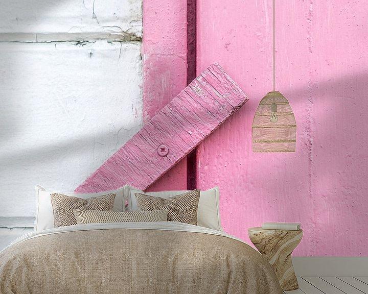 Sfeerimpressie behang: Abstract van houten scharnier in roze van Texel eXperience
