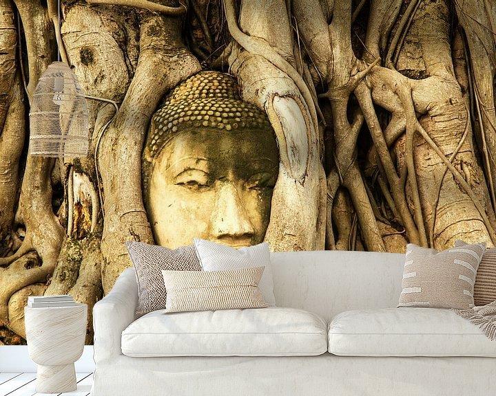 Sfeerimpressie behang: Budda in tree van Ilya Korzelius