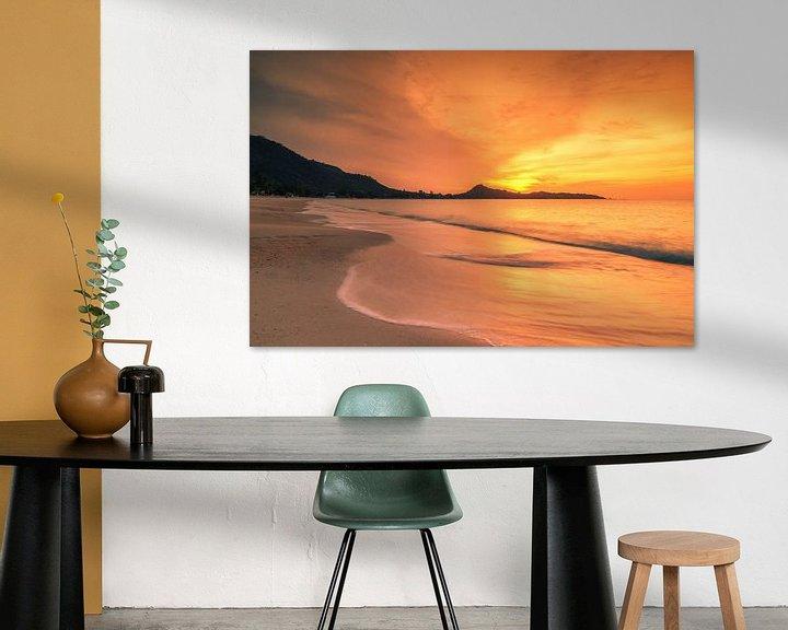 Sfeerimpressie: Sunrise on Lamai beach van Ilya Korzelius