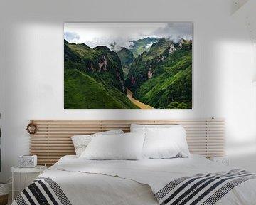 Sterke groene tinten in de bergen van Ha Giang van Zoe Vondenhoff