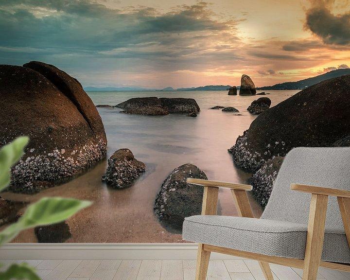 Sfeerimpressie behang: Sunset on Koh Samui van Ilya Korzelius