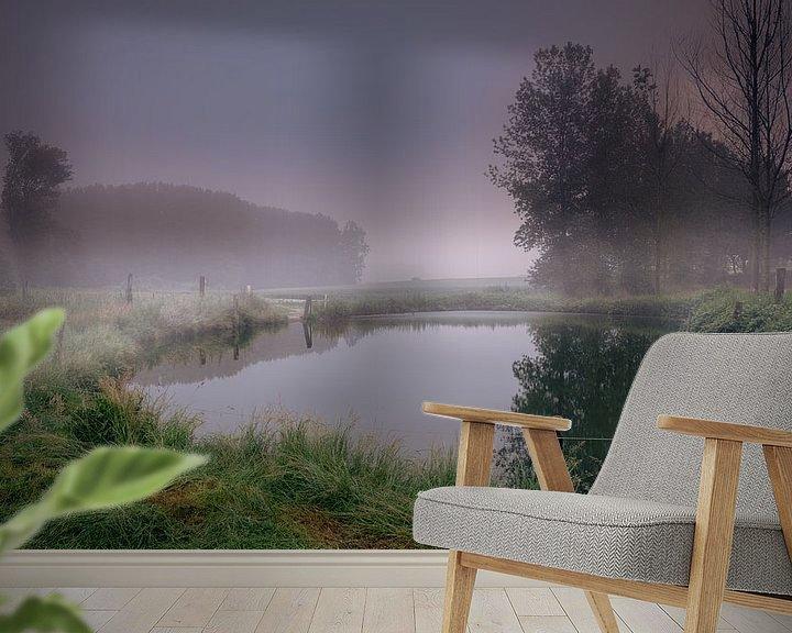 Sfeerimpressie behang: Sunrise mist fog on the water van Wim van D