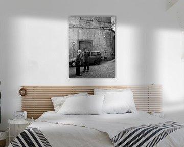 Typische italienische Straßenszene im Schwarz-Weiss von iPics Photography