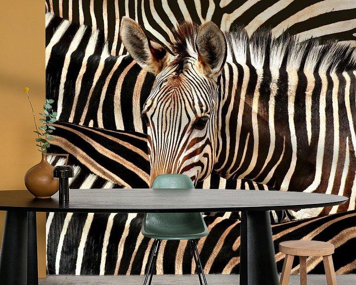 Sfeerimpressie behang: Modern Portret Van Gestreepte Zebra van Diana van Tankeren