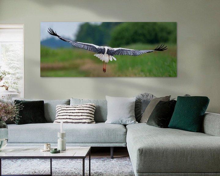 Sfeerimpressie: Wegvliegende ooievaar. van Marcel Pietersen