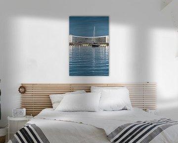 Zeilboot voor het gemaal van het Friese havenstadje Stavoren sur Harrie Muis