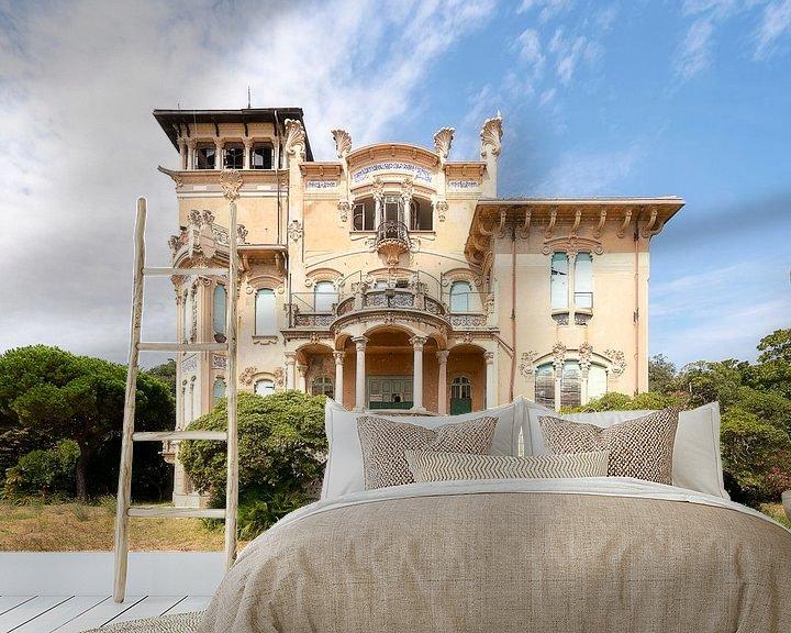 Sfeerimpressie behang: Verlaten Art Nouveau Villa. van Roman Robroek