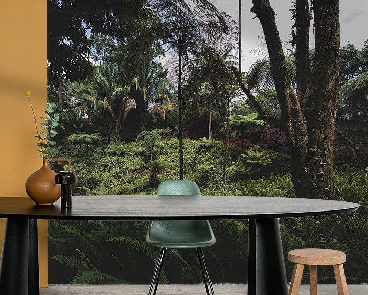 Sfeerimpressie behang: Botanische jungle van Ronne Vinkx