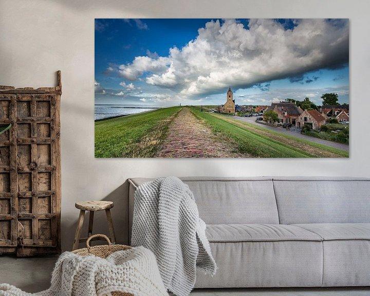 Sfeerimpressie: Donkere wolk boven de kerktoren van Wierum (Friesland) van Martijn van Dellen