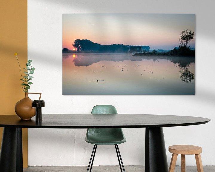 Sfeerimpressie: Sprookjesachtige zonsopkomst met mist van Cynthia Jansen