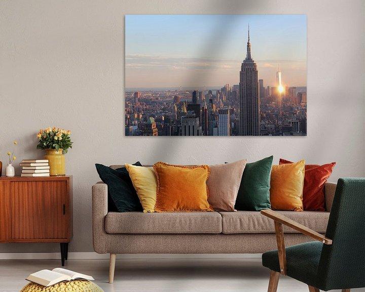 Sfeerimpressie: Uitzicht op New York tijdens zonsondergang inclusief One World Trade Center en Empire State Building van R.Phillipson