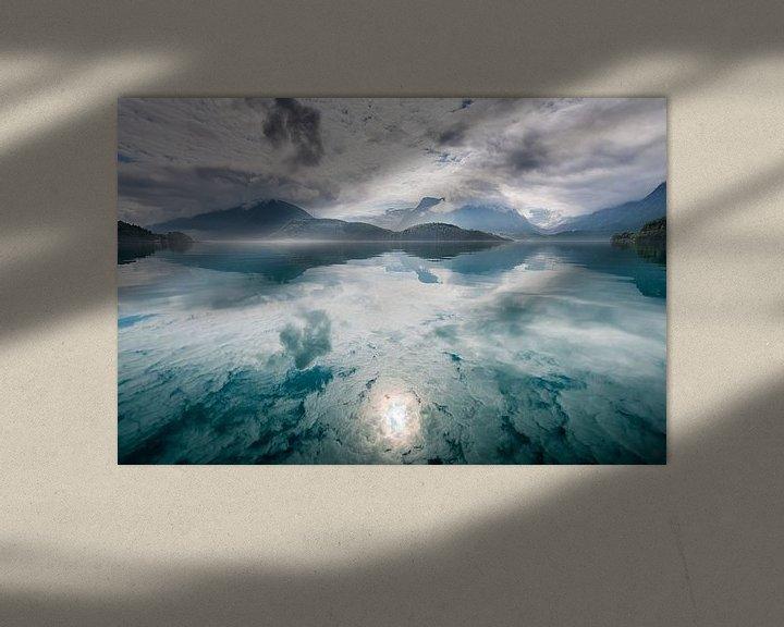 Beispiel: Spiegelung von Bergen und Wolken von Ellis Peeters