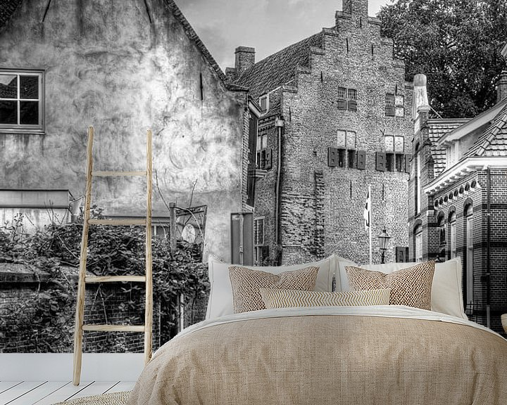 Sfeerimpressie behang: Muurhuizen historisch Amersfoort zwart-wit van Watze D. de Haan