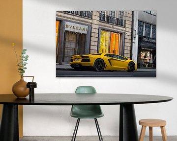 Knalgele Lamborghini aan Sloane Street van joost prins