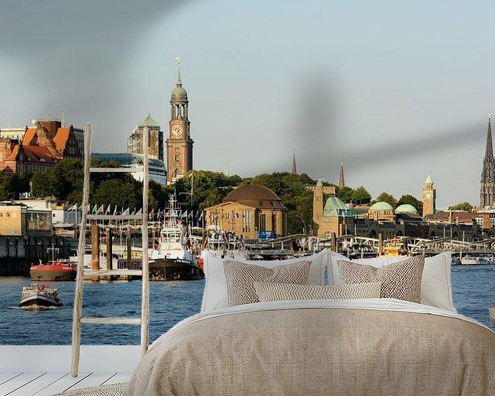 Sfeerimpressie behang: The St. Pauli Piers in the Port of Hamburg van Gisela Scheffbuch