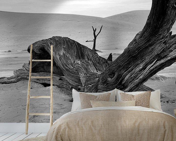 Sfeerimpressie behang: Dood hout in Deathvlei Namibië van Jan van Reij