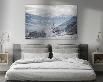 Kirche im alpinen Zillertal im Winter von iPics Photography