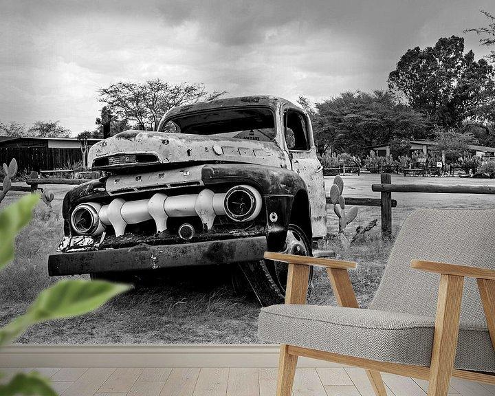 Sfeerimpressie behang: Autowrak in Solitaire Namibië van Jan van Reij