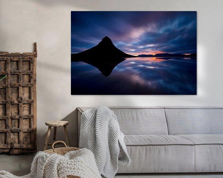 Sfeerimpressie: (silhouette) Kirkjufell tijdens een zonsopkomst van Gerd Moors