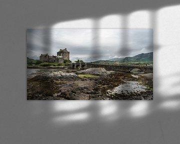Bridge to Eilean Donan Castle von Floris van Woudenberg