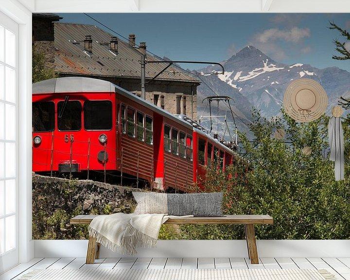Sfeerimpressie behang: Trein Chamonix naar Mont Blanc van Anne van IJs