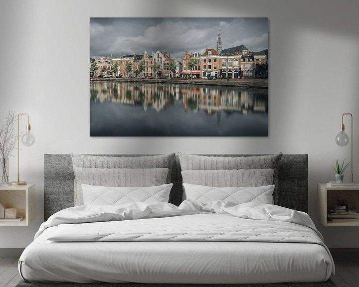 Sfeerimpressie: Haarlem: een bewolkt Spaarne. van Olaf Kramer