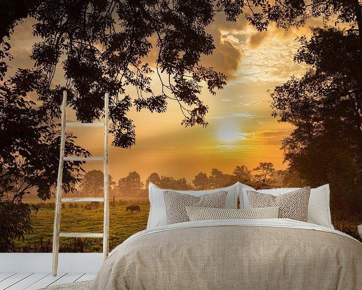 Sfeerimpressie behang: Pony's in het licht van de zonsopkomst met mist van R Smallenbroek