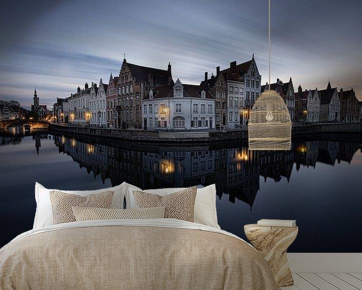 Sfeerimpressie behang: Belgie - Brugge - de spiegelrei tijdens het blauwe uurtje van Fotografie Krist / Top Foto Vlaanderen