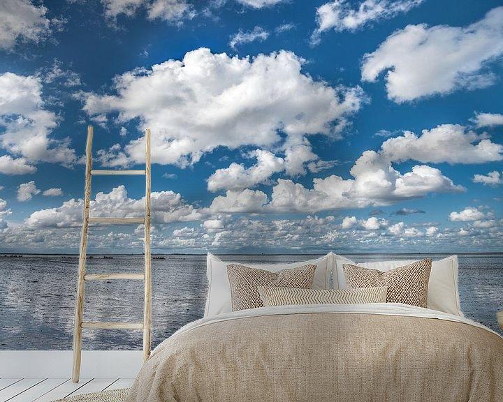 Sfeerimpressie behang: Wolkenlucht boven De Wadden nabij Paesens-Moddergat van Harrie Muis