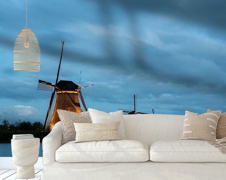 Sfeerimpressie behang: de windmolens in Kinderdijk zijn verlicht van Marcel Derweduwen