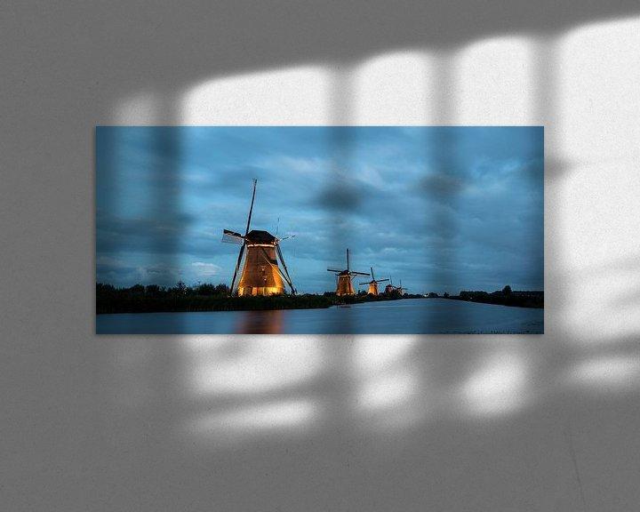 Sfeerimpressie: de windmolens in Kinderdijk zijn verlicht van Marcel Derweduwen