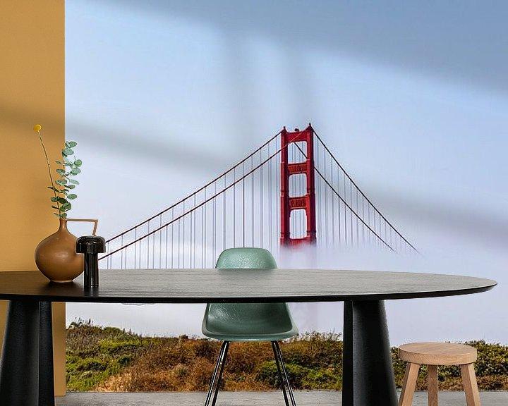 Sfeerimpressie behang: Golden Gate Mist van Remco Bosshard